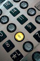 В многоквартирных домах Екатеринбурга в текущем году заменят 135 лифтов