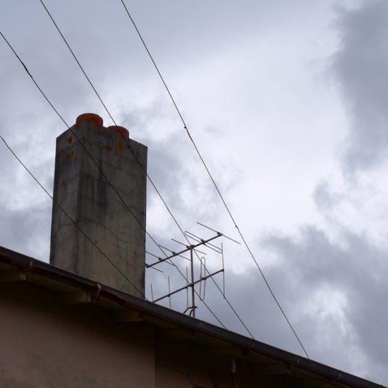 Провода на крыше