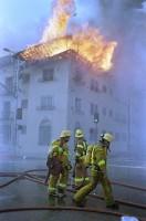 Жильцы не должны хранить горючие вещества в местах общего пользования, захламлять эвакуационные пути