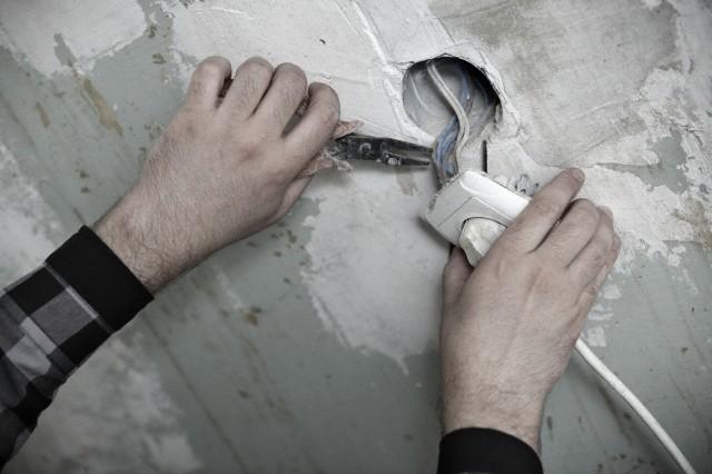 К капитальным ремонтным работам отнесен ремонт крыш, фасадов, утепление зданий, замена внутриквартирных инженерных сетей и другое