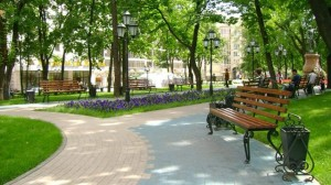 В Москве внутри Садового кольца благоустроят 19 скверов и парков
