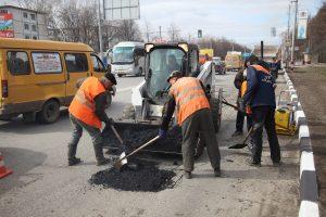Днём 7 апреля на дорогах Ульяновска работает 80 единиц спецтехники
