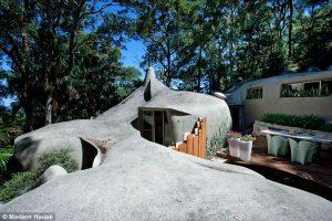 Дом-скала