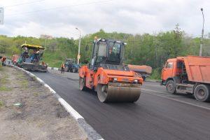 На центральных магистралях Ульяновска ведётся обновление дорожного полотна