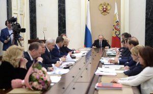 Глава Минстроя России доложил Президенту страны о расселении из аварийного жилья