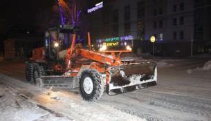 Ульяновские дорожники борются с последствиями снегопада и метели