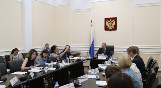 Михаил Мень призвал регионы ускорить работу по переходу к новой схеме обращения с ТКО