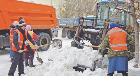 Зимой в ульяновских дворах будут убирать снег 90 спецмашин