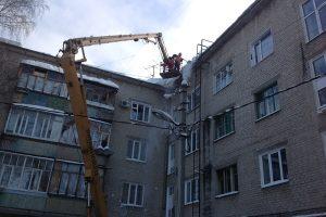 Ульяновские коммунальщики очистили от снега 150 кровель