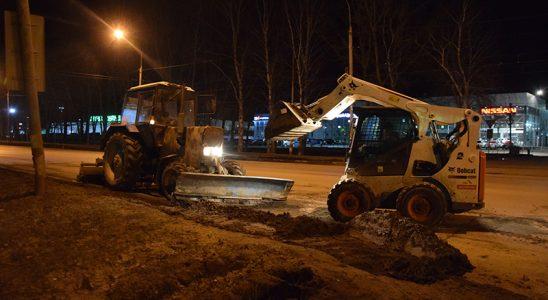 В ночь с 12 на 13 апреля улицы Ульяновска очищали и ремонтировали 37 едениц спецтехники
