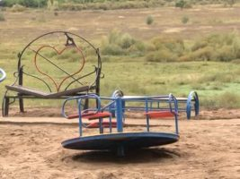 Кто должен обслуживать детские площадки во дворах